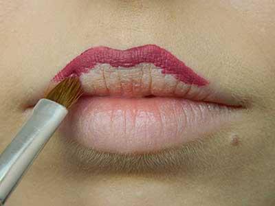 Рисуем контур губ