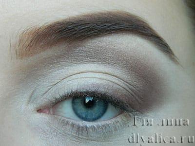 уводим тень выше натуральной складки глаза
