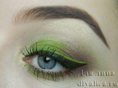 Макияж с зелеными тенями
