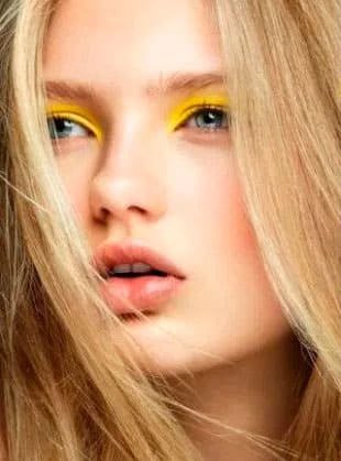 Новогодний макияж для блондинки