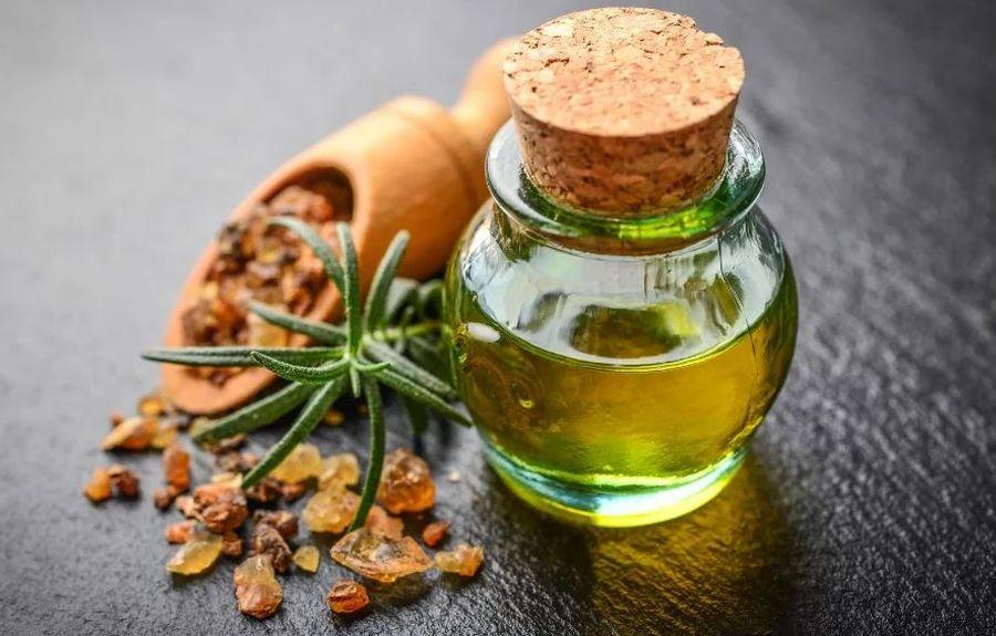 Эфирное масло мирры для лица