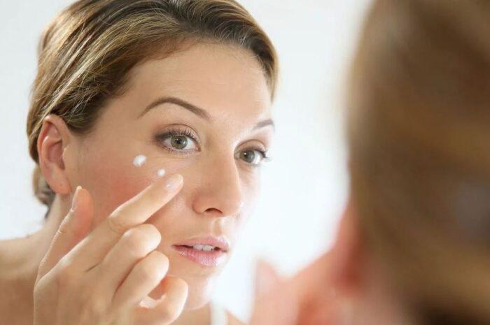 Как правильно наносить крема на кожу вокруг глаз