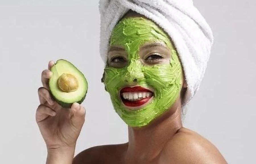 Маска для лица и шеи из авокадо