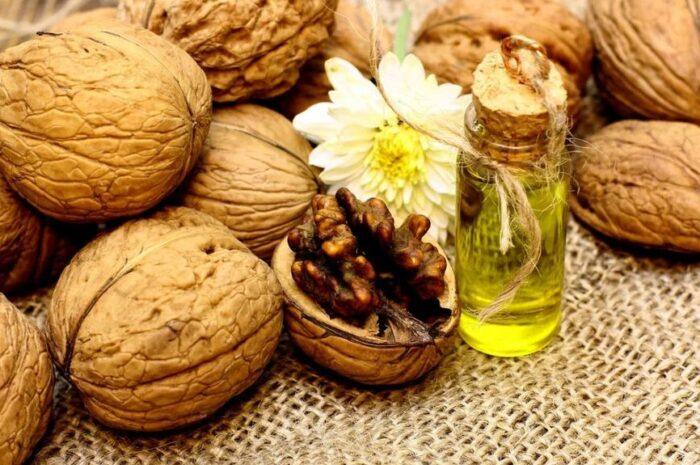Масло грецкого ореха в косметологии: секреты использования