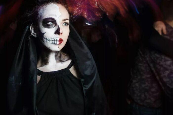 Образ на Хэллоуин: невеста с пауками Мастер-класс по макияжу с фото + идеи для костюма