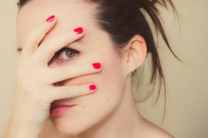 Краснеет кожа на лице: причины и лечение