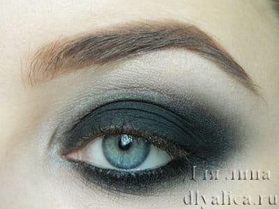 Глаз с нанесенными тенями
