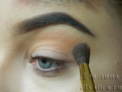 Начинаем макияж глаз